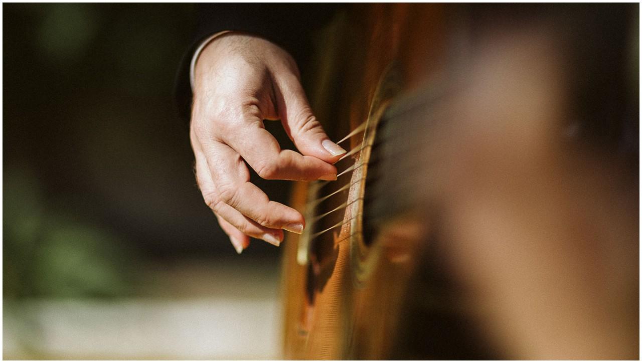 Acordes de guitarra en una boda en casa Bucarelli