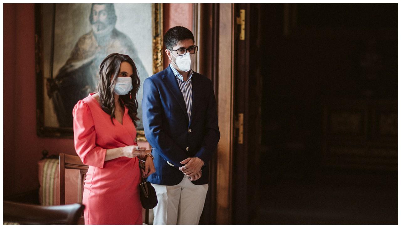 Testigos de boda en el Ayuntamiento de Sevilla