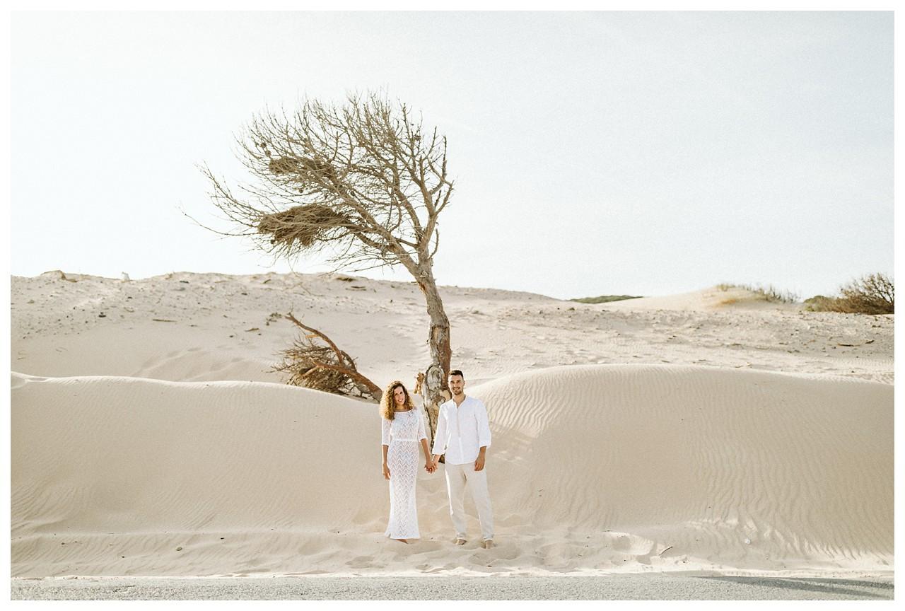 Una pareja en las dunas