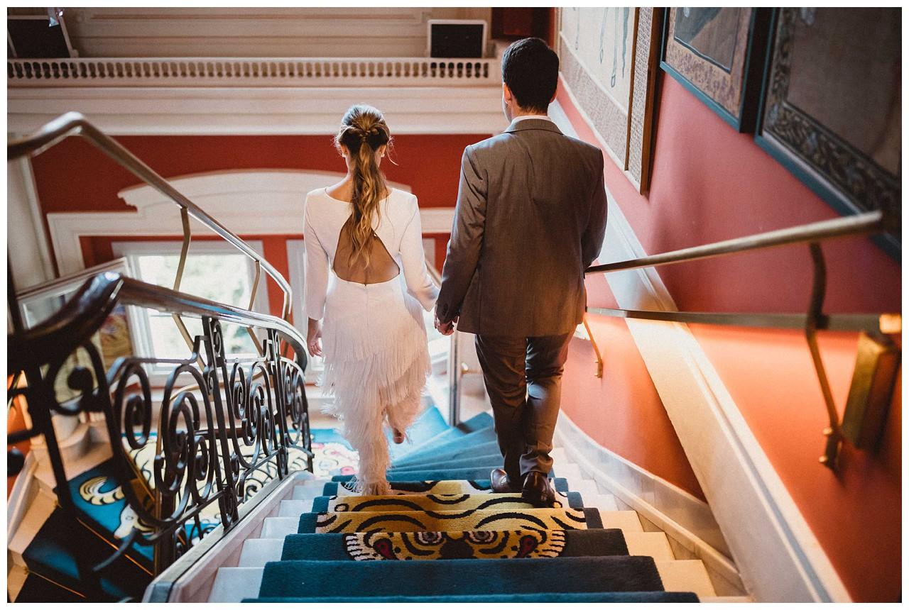 Novios en escaleras de Casa Ozama