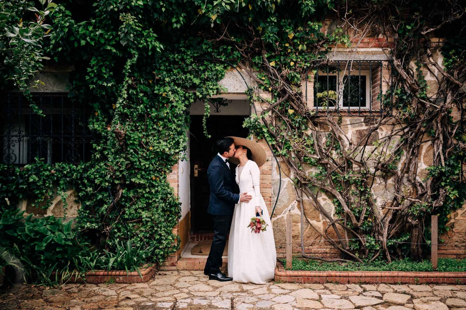 Wedding photography Bride´s pamela hat